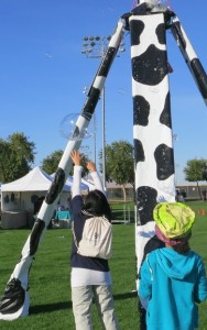BubbleYou® COW Bubble Tower -the world's biggest bubble toy !®  We started making bubbles before the crowds arrived.