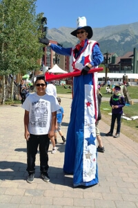 Americana Stiltwalker